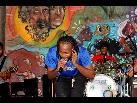 Recording artiste Av&nte gets deep on stage.